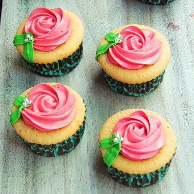 Wedding Cupcake 3: Vanilla Cupcake with Rosette Cream Cheese Frosting