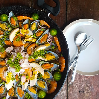 How to Make Red Rice Paella Negra