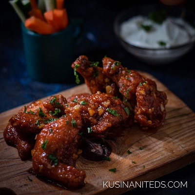 Garlic Sriracha Buffalo Wings: A touch of Asian taste in Western Dish