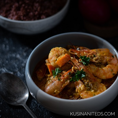 Salted Egg Shrimp Curry: Made a Sinful Dish in a Light Yogurt Sauce