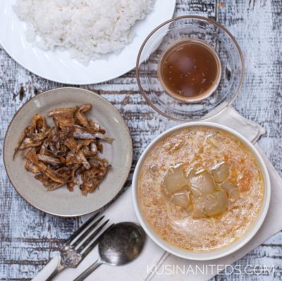 Ginisang Upo at Misua: Sauteéd Bottle Gourd and Misua